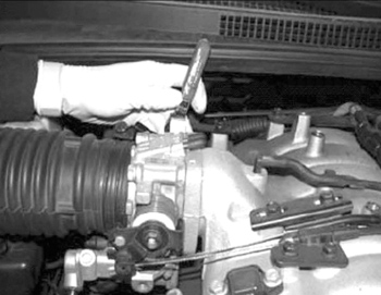 tech tip kia dtcs p0121 p01121 set remove the two retaining screws from the tps and remove from the throttle body see fig